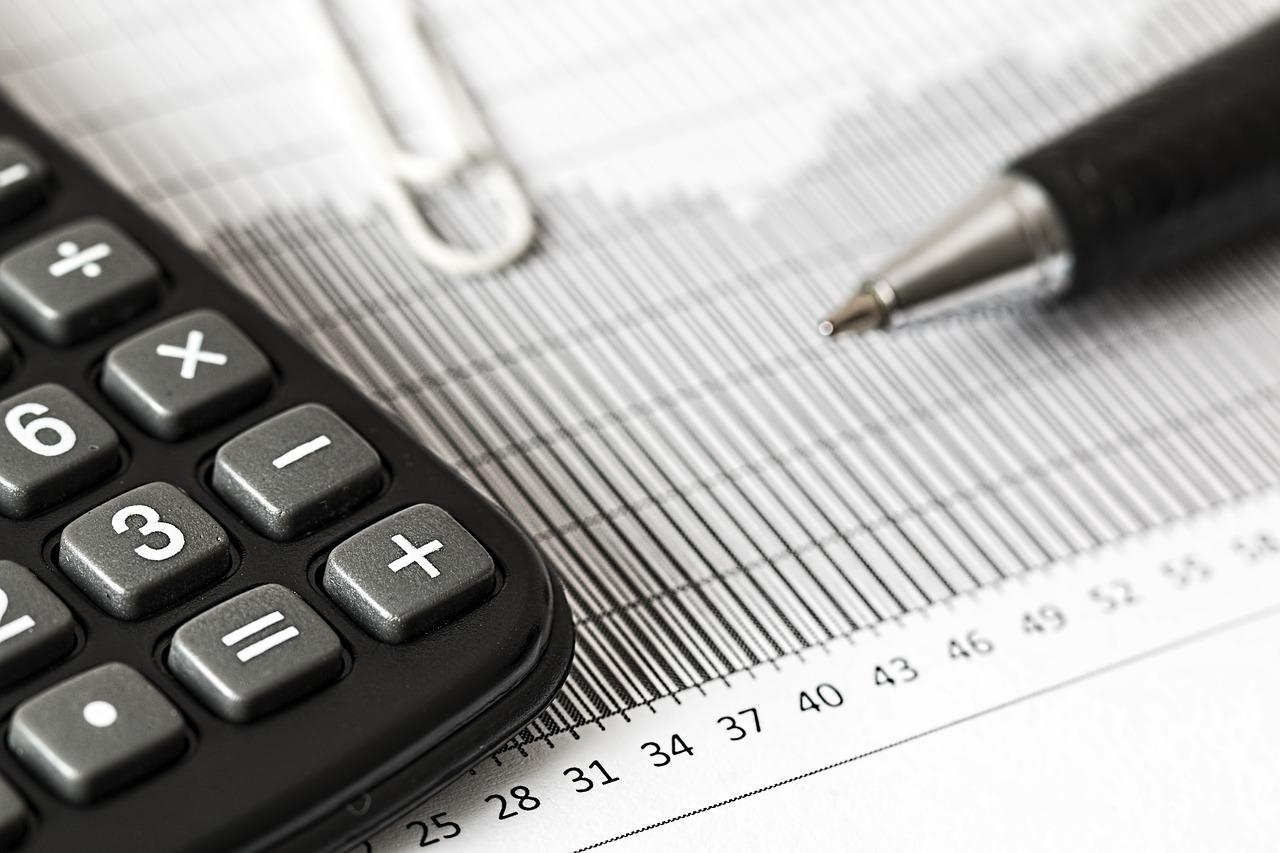 Zwolnienie podmiotowe z VAT – jaki limit? Komu przysługuje?
